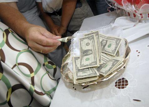 Сколько дарить денег на свадьбу племяннику